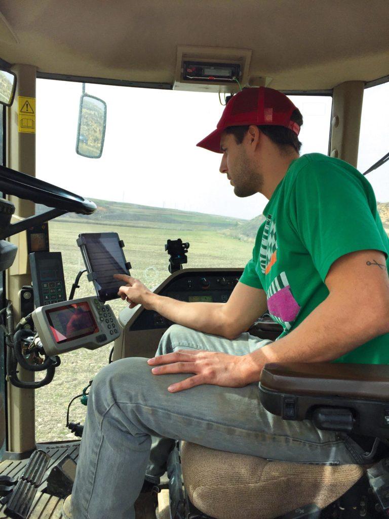 marcos-garces-tractor